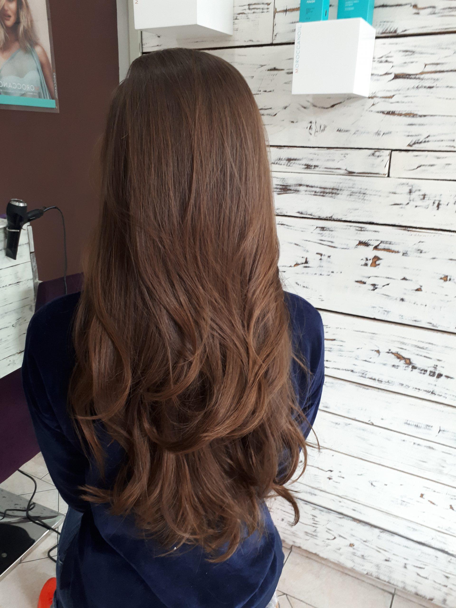 Layered wavy hair